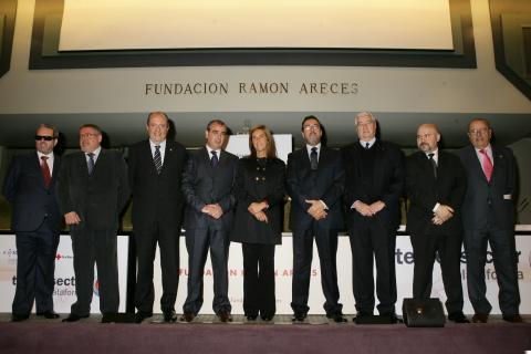 Presidentes de las entidades fundadoras de la Plataforma del Tercer Sector junto con la Ministra de Sanidad, Servicios Sociales e Igualdad, en el acto de presentación de la Plataforma