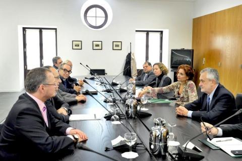 Vista general de los participantes en un momento de la reunión.