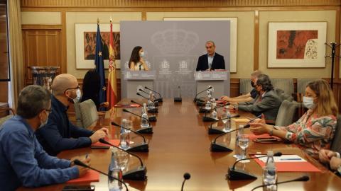 Imagen del acto de firma del acuerdo entre la Plataforma del Tercer Sector y el Ministerio de Derechos Sociales y Agenda 2030