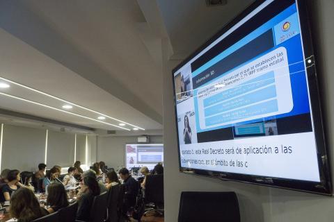 foto durante el seminario informativo irpf