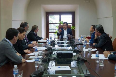 foto de la PTSEX con el presidente de Extremadura
