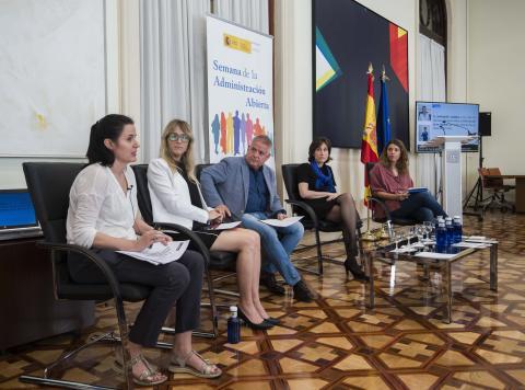 Foto de los ponentes del Debate-coloquio sobre gobierno abierto y tercer sector