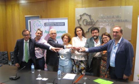 Foto durante la presentación de la X Solidaria de las empresas en Extremadura