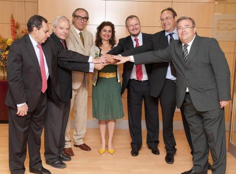 Fotografía de los representantes de la Plataforma del Tercer Sector en Andalucía.