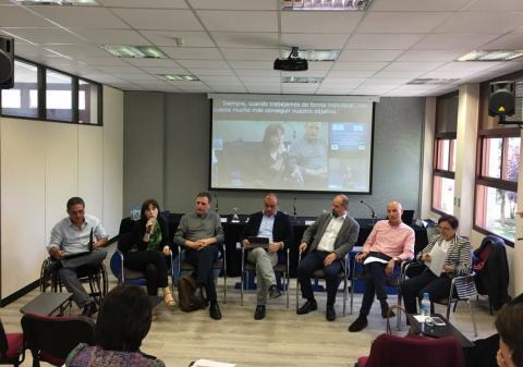 foto de los participantes en el debate 'Colaborar para cambiar y cambiar para colaborar'