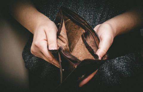 foto de una cartera vacía