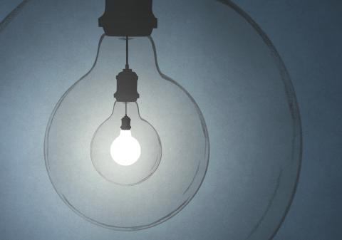 imagen de una bombilla medio apagada