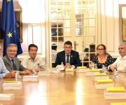 Foto de los representantes de la plataforma del Tercer Sector de la Comunitat Valenciana con el President de Les Corts Valencianes