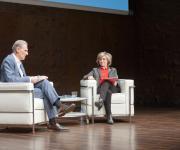 Foto durante la intervención de María Luisa Carcedo, PSOE, con el periodista José Manuel González Huesa