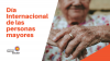 Imagen de una persona mayor con las manos entrelazadas